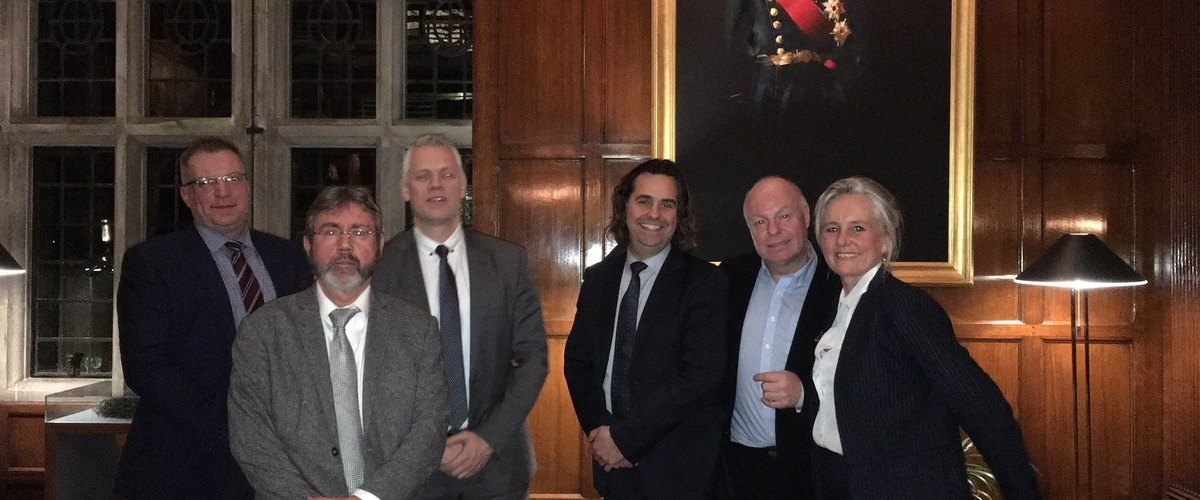 REGN Datacenter, Samnanger Municipality and Invest in Bergen were all present at the presentation of fibre cable NO-UK COM in London. The purpose was to find investors.