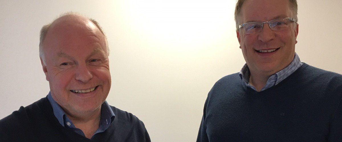 To glade karer etter at Regn Datacenters nå kan gå i gang med reguleringsplanarbeidet. Per Espen Edvardsen (t.v.) og Njaal Storeng gleder seg til neste fase.