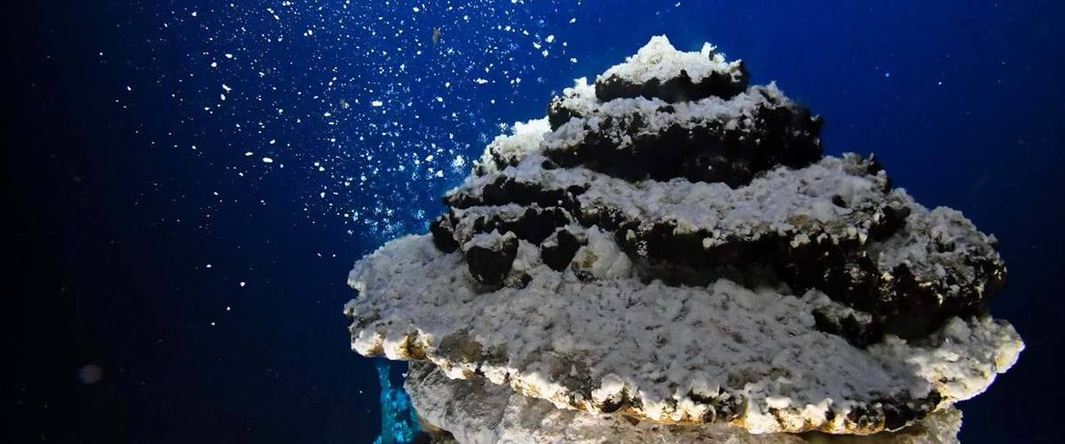 Hydrothermal vent. Photo by K.G. Jebsen Centre for Deep Sea Research UiB.