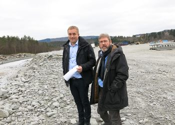 Large new commercial areas available just north of Bergen. Here is the owner Tommy Gulbrandsøy (left) with Invest in Bergen's Vidar Totland.