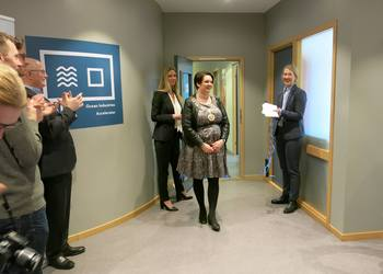 The Mayor of Bergen Marte Mjøs Persen opening Ocean Industries Accelerator (OIA), with Hilde Indresøvde, Nyskapingsparken (left) and Tanja Hoel from NCE Seafood Innovation Cluster.