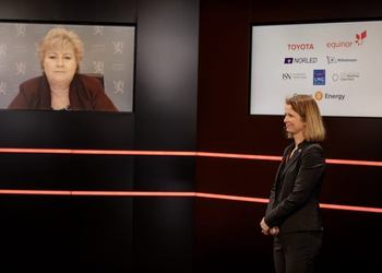 Norwegian Prime Minister Erna Solberg (left) and Hege Økland CEO, NCE Maritime CleanTech during the launch of the Corvus-Toyota partnership for production of hydrogen fuel cell systems
