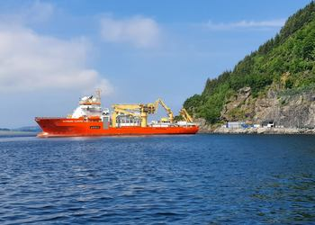 This ship is installing new fibre between Norway an UK. Photo: Andreas Veggeland/Lyse